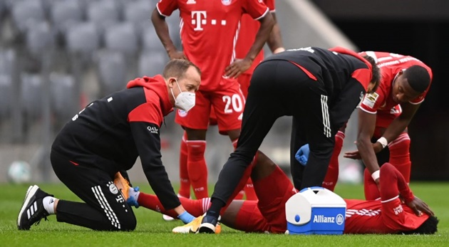 Canadian star Alphonso Davies could be out for two months after injuring ankle - Bóng Đá