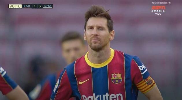 Biểu cảm ngao ngán của Messi khi chứng kiến Modric ghi bàn - Bóng Đá