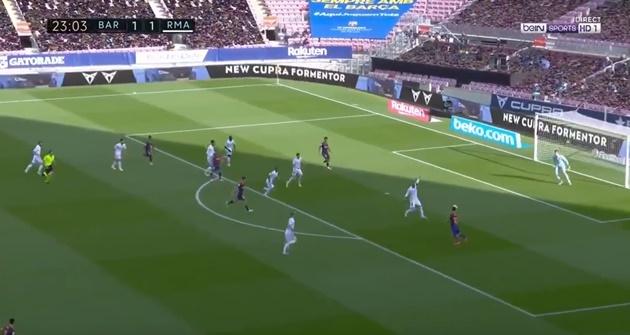 Lionel Messi skill against Sergio Ramos - Bóng Đá