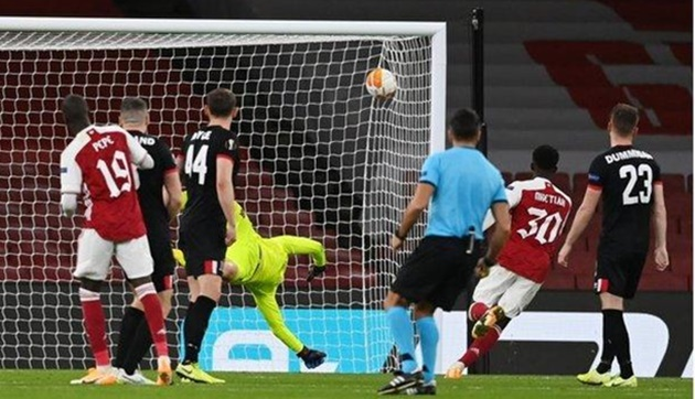 Arsenal fans rave about performance of Runar Runarsson against Dundalk - Bóng Đá