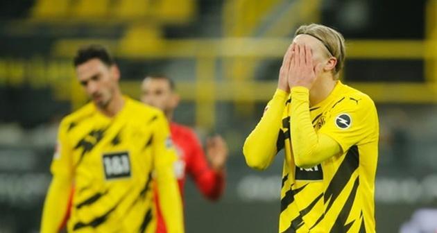 Á quân Bundesliga đáng lẽ ra đã giành được trận hòa nếu Erling Haaland không trải qua ngày thi đấu kém duyên. Trước Cologne, Haaland đã có tình huống bỏ lỡ đáng xấu hổ.