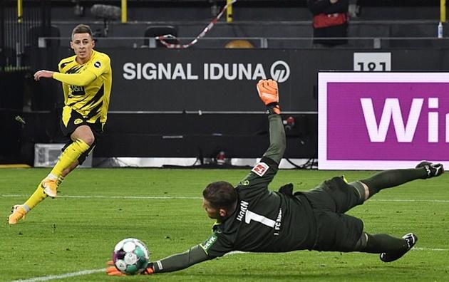 Dortmund rất nỗ lực nhưng họ chỉ tìm được mỗi bàn thắng của Thorgan Hazard.