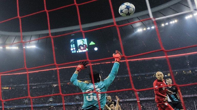 """Walcott: """"Bayern mới là đội ngán chúng tôi"""""""