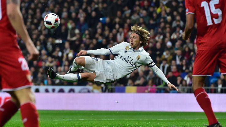 Real thắng 4 sao, Zidane khen học trò chơi