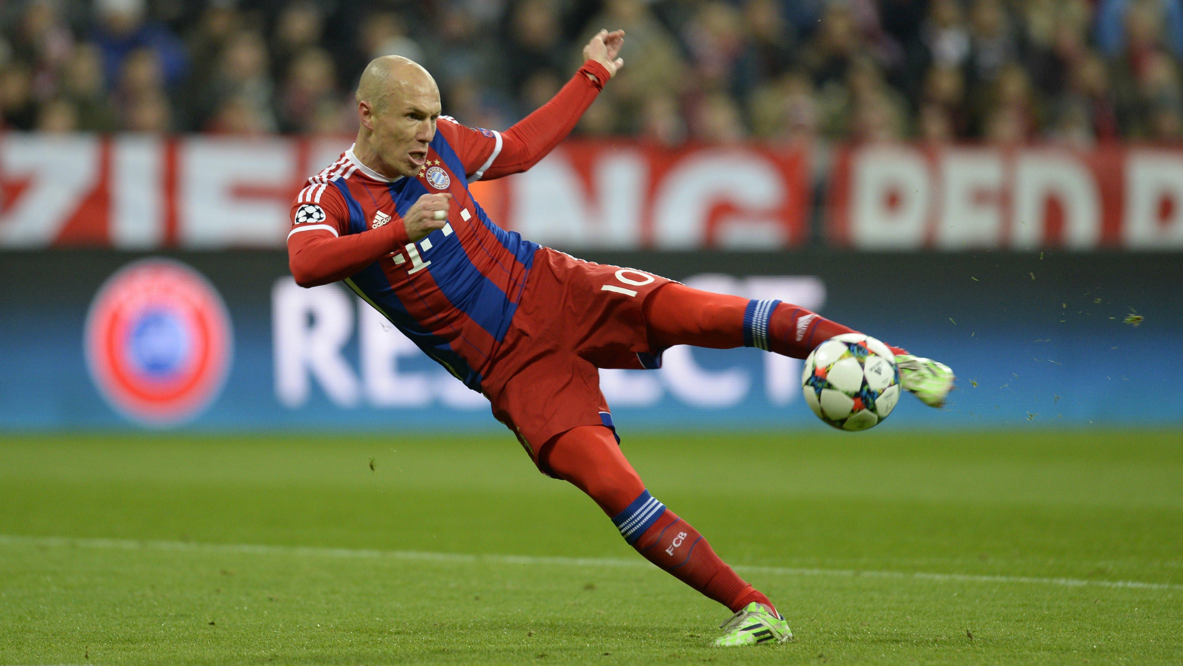 """Robben in dấu giày trong """"ngôi đền"""" của những huyền thoại Bundesliga"""