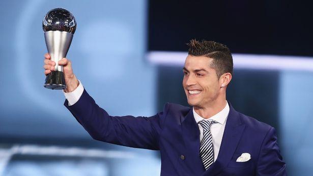 Chùm ảnh: Ronaldo rạng rỡ trong lễ trao giải - Bóng Đá