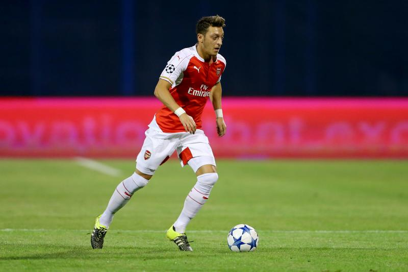 Điểm tin chiều 17/02: Ibra ôm mộng vô địch; Oezil trung thành với Arsenal; Sanchez sang Italia