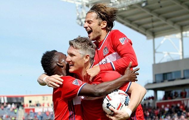 Chỉ mất 17 phút, Schweinsteiger có ngay bàn ra mắt Chicago Fire - Bóng Đá