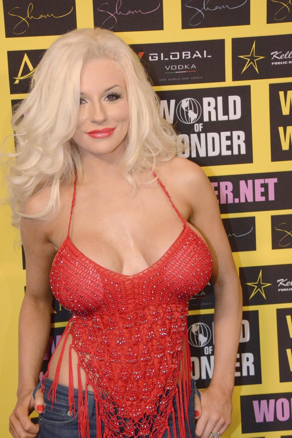 Alexis may big breast beauty hardplay - 1 7