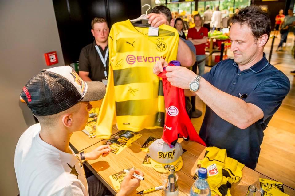 Dortmund mở bán mẫu áo mới - Bóng Đá