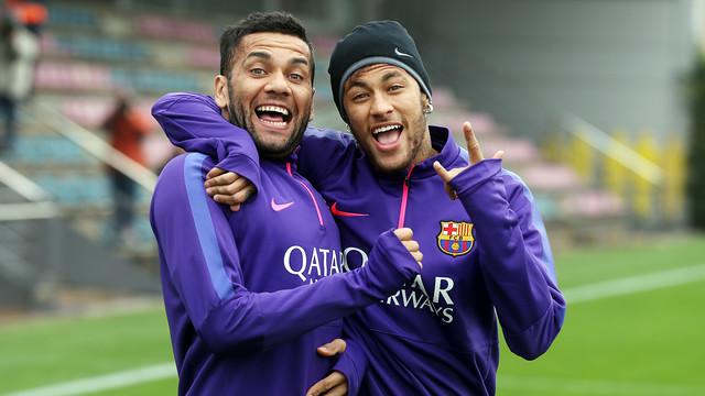 Mbappe 'vào hội' với Neymar và Dani Alves tại PSG