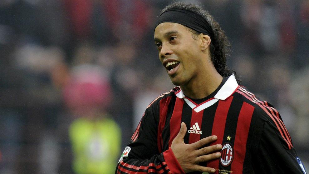 Ronaldinho ủng hộ Ancelotti về giải cứu Milan - Bóng Đá