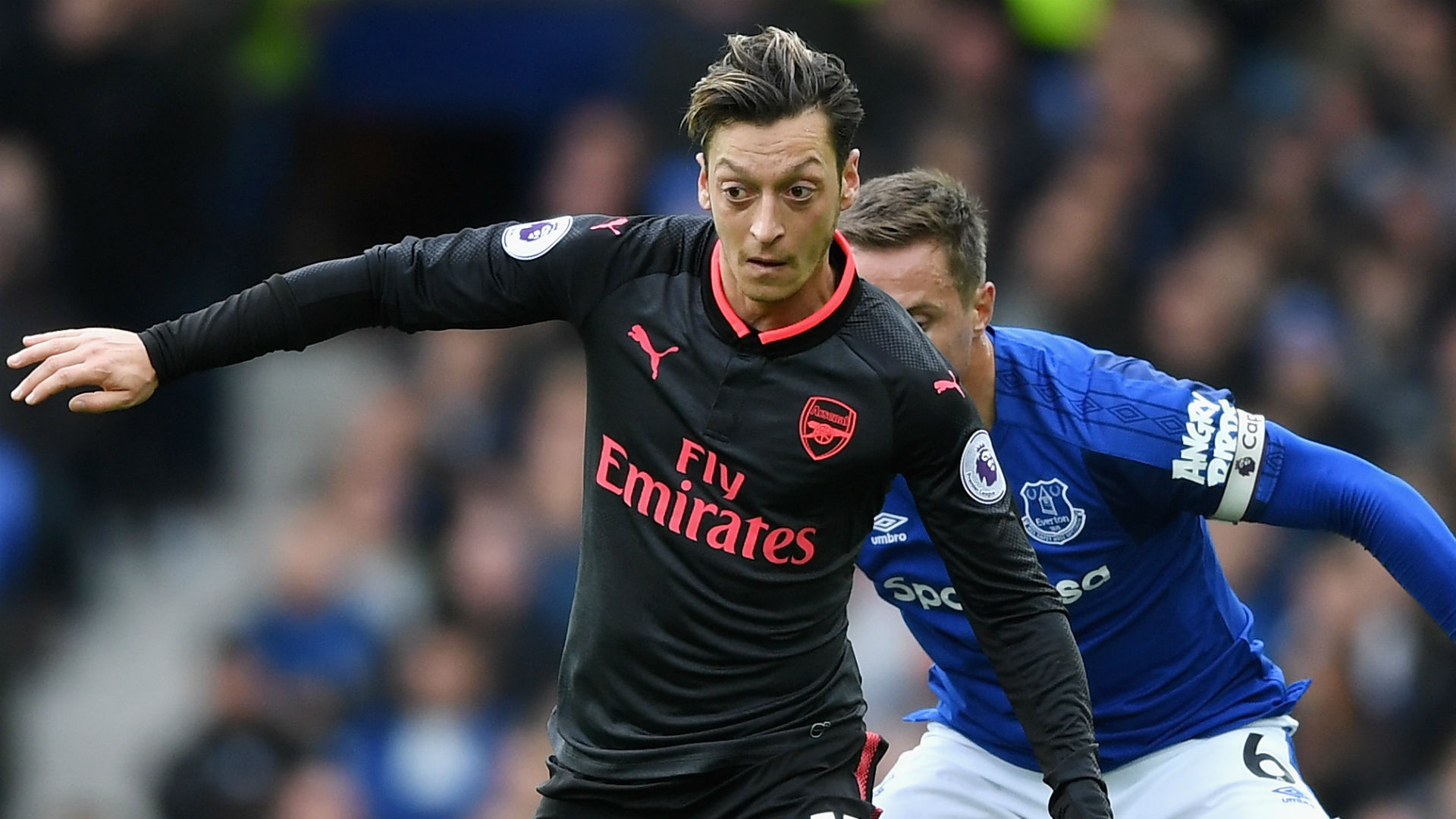 Mesut Ozil CHỐT tương lai tại Arsenal