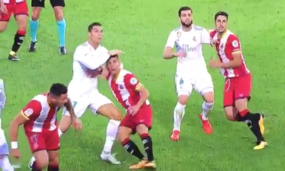 Chơi tệ, Ronaldo còn đối mặt án phạt nặng - Bóng Đá