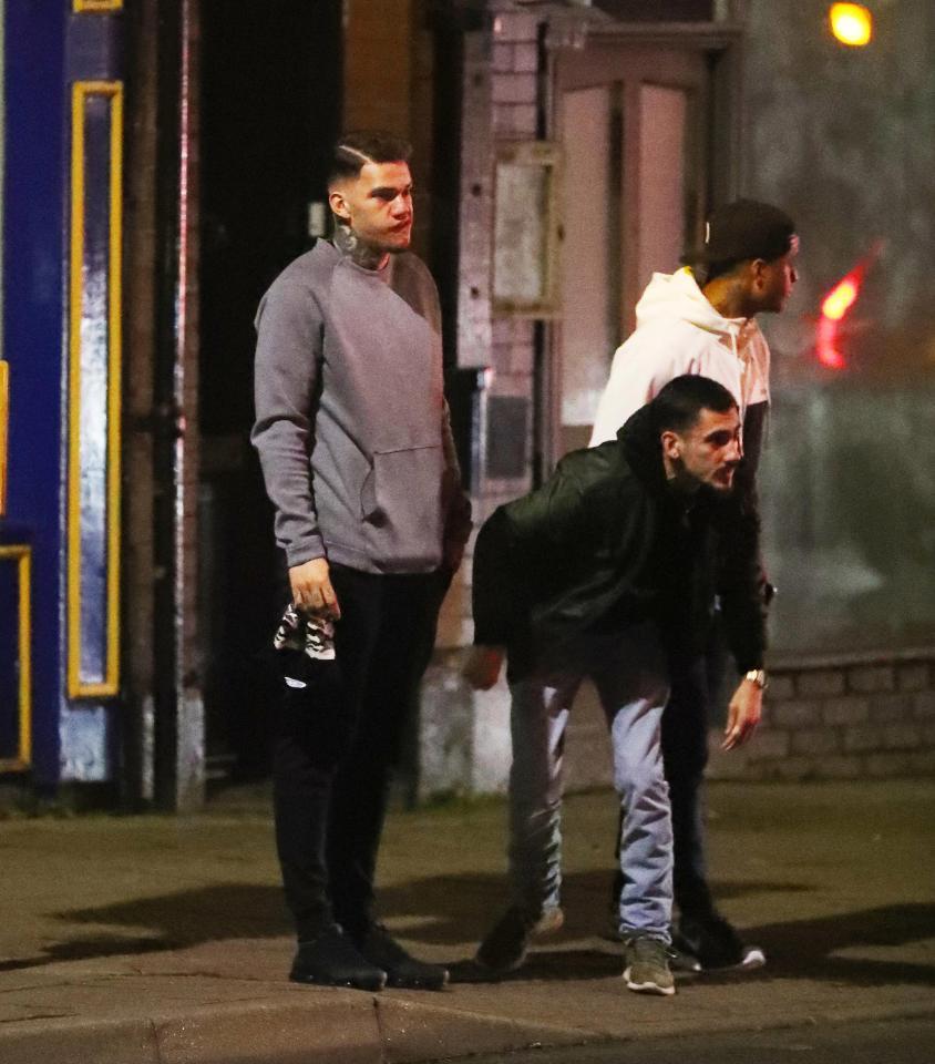 Ederson 'tút' lại vẻ điển trai trước đại chiến Liverpool - Bóng Đá