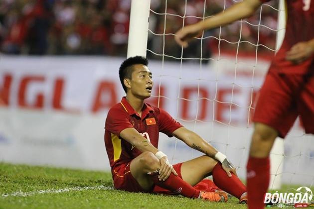 HLV Hữu Thắng trọng tài đã bỏ qua 2 quả phạt đền của U22 Việt Nam - Bóng Đá