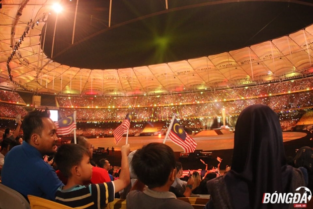Trực tiếp lễ bế mạc SEA Games 29: Khán giả lấp kín Bukit Jalil - Bóng Đá