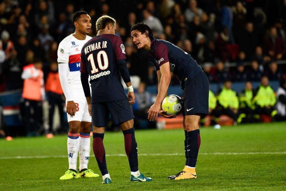 "Sau ""đụng độ"", Neymar bỏ theo dõi Cavani trên mạng xã hội"