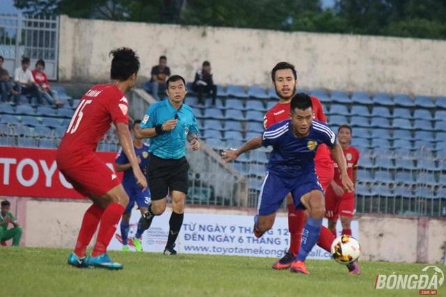 B. Bình Dương khiến Quảng Nam FC lỡ ngôi đầu
