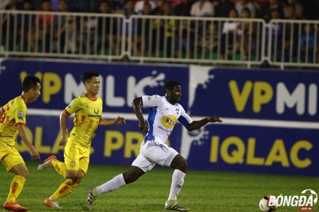 TRỰC TIẾP Hoàng Anh Gia Lai 0-0 Nam Định: Chủ nhà ép sân - Bóng Đá