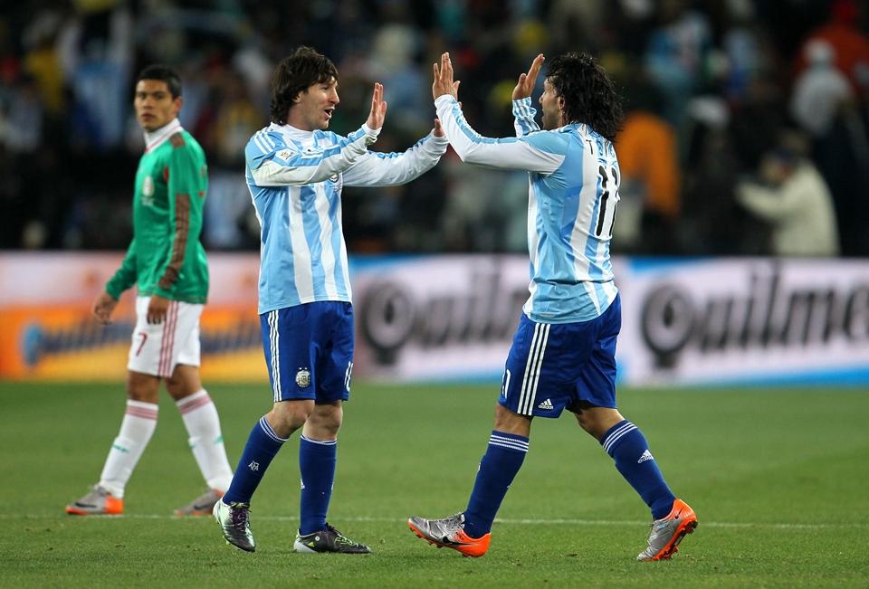 Carlos Tevez chỉ ra sự khác biệt giữa Lionel Messi và Cristiano Ronaldo - Bóng Đá