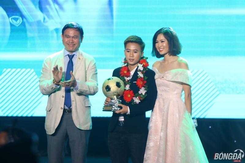 Trực tiếp quả bóng vàng Việt Nam 2018: Văn Hậu đoạt giải Cầu thủ trẻ xuất sắc nhất - Bóng Đá
