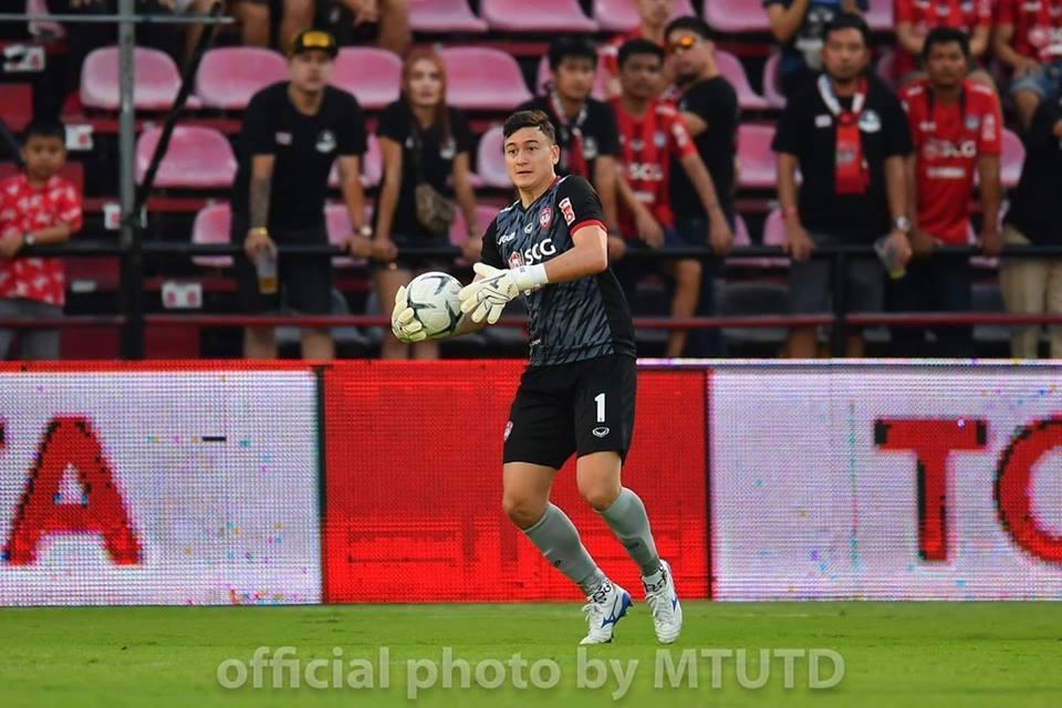 Đặng Văn Lâm giúp Muangthong United thắng kịch tính - Bóng Đá