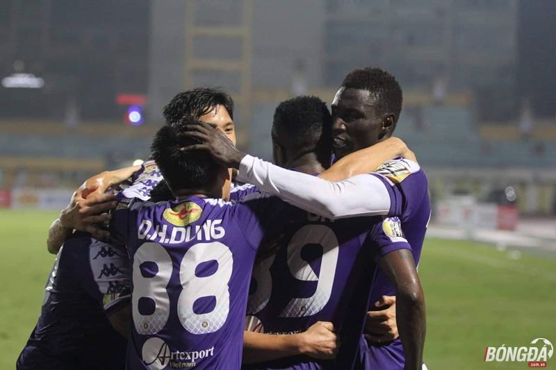 Nảy lửa 2 đầu bảng xếp hạng V-League - Bóng Đá