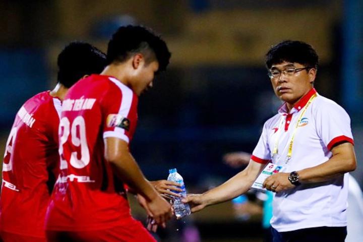 5 HLV rời ghế nóng: Sự khốc liệt và tàn nhẫn của V-League - Bóng Đá