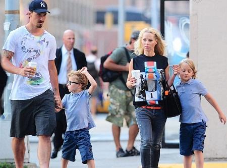 Vợ Ibrahimovic 50 tuổi, có tài sản hơn trăm triệu USD - Bóng Đá