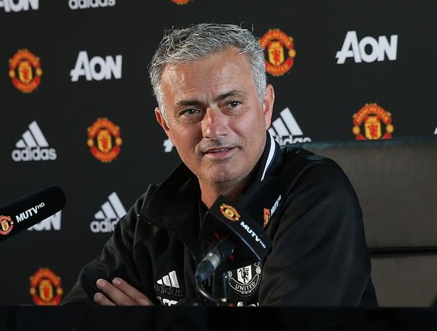 Ánh bạc lấp lánh có đủ khỏa lấp nỗi thất vọng Mourinho? - Bóng Đá