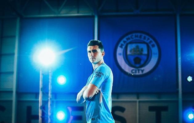 Hậu vệ đắt giá nhất Man City chưa 1 lần khoác áo ĐTQG