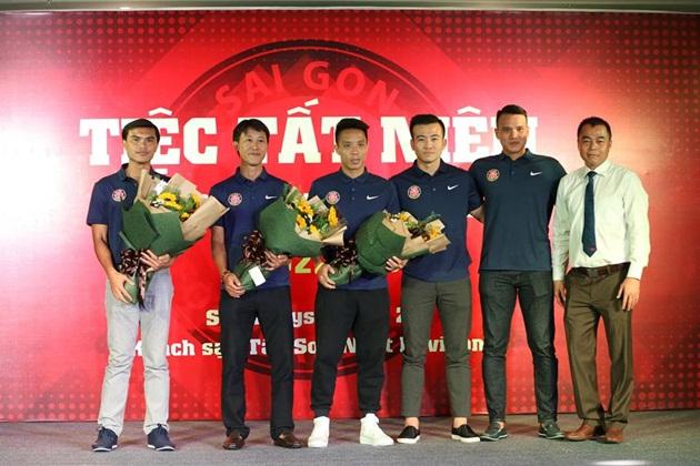 Hàng loạt đội V-League thay tướng: Phiêu lưu như U23 Việt Nam - Bóng Đá