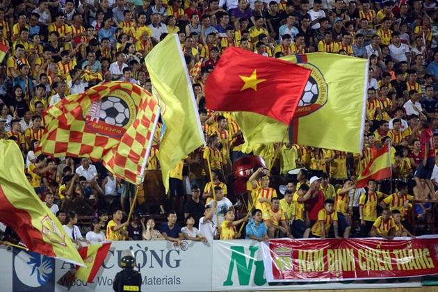 Thấy gì từ 1 điểm Nam Định giành được trước ứng cử viên vô địch? - Bóng Đá