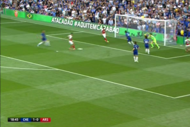 Emery chán không thèm nhìn với pha bỏ lỡ thảm họa của sao Arsenal - Bóng Đá