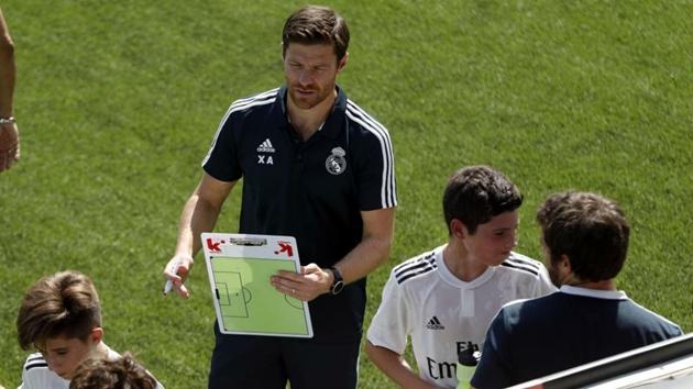 Xabi Alonso huấn luyện đội trẻ Real - Bóng Đá