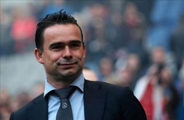 Marc Overmars xác nhận Barca sẽ cho Ajax mượn cầu thủ - Bóng Đá