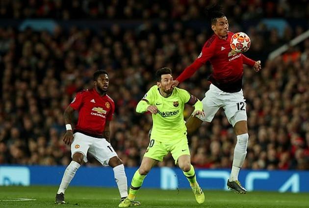Smalling vỗ tay trêu ghẹo Messi và cái kết - Bóng Đá