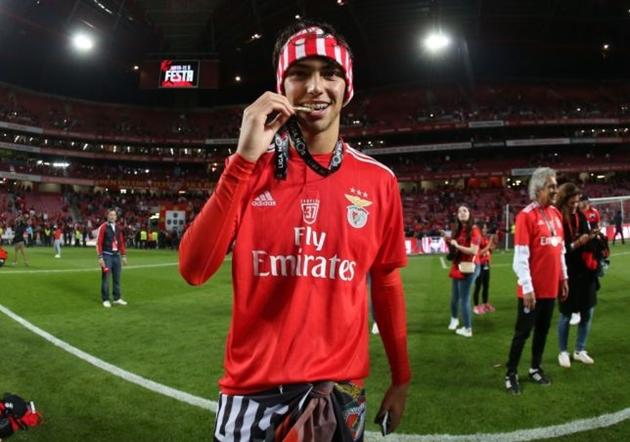 Manchester City dẫn đầu cuộc đua giành Felix - Bóng Đá