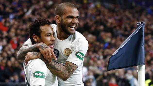 Alves đặt cược Neymar ở lại PSG - Bóng Đá