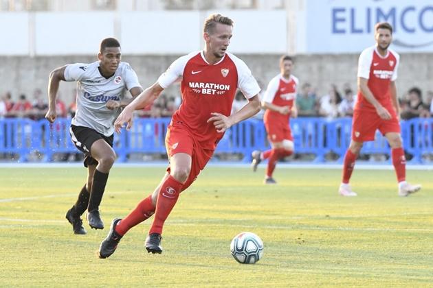 De Jong dính chấn thương trong chuyến du đấu  với Sevilla - Bóng Đá
