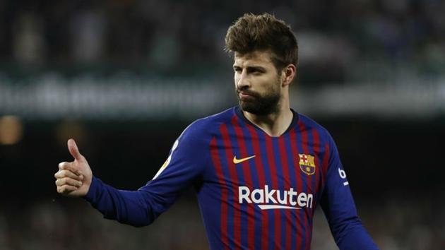 Pique nhận danh hiệu cầu thủ xuất sắc nhất Barcelona - Bóng Đá