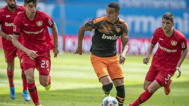 Đại gia Premier League gửi lời đề nghị cho Rodrigo của Valencia - Bóng Đá
