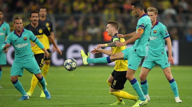Fan Barca đòi đuổi Suarez - Bóng Đá