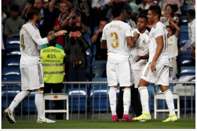 Real Madrid: Fans impressed with Eder Militao's performance against Osasuna - Bóng Đá