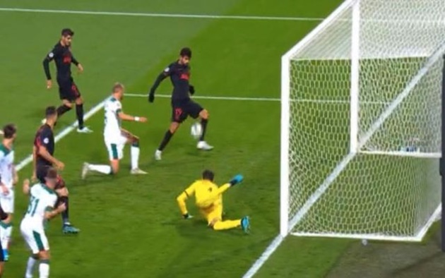 Video: Diego Costa produces miss of the season despite being unmarked and one yard out - Bóng Đá