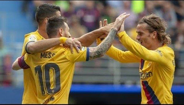 Messi ăn mừng cùng Griezmann - Bóng Đá
