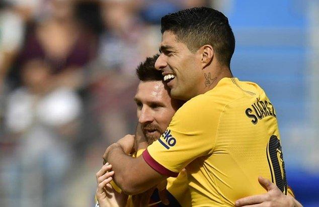 Fan phản ứng với pha phối hợp của Messi và Suarez - Bóng Đá