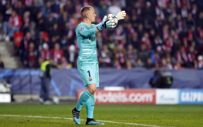 Barcelona: Fans laud Marc-Andre Ter Stegen following performance against Slavia Prague - Bóng Đá