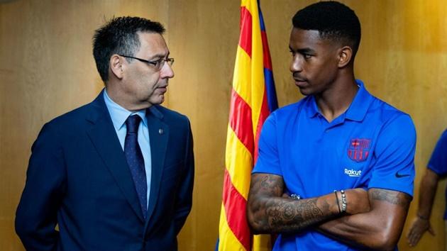 Barcelona: Fans defend Junior Firpo after Ernesto Valverde's recent comments - Bóng Đá